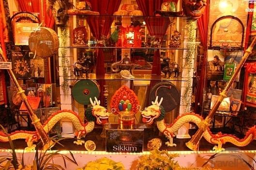 a-tibetan-handicrafts-store-gangtok