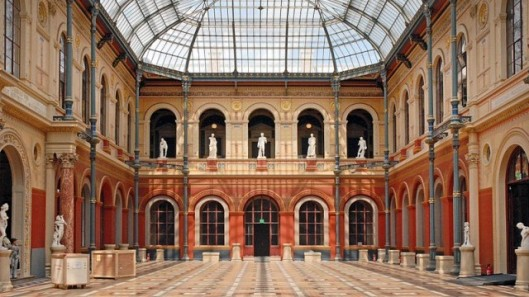 Voir-et-revoir-Orientation-le-duel-faut-il-faire-une-école-darts-appliqués-ou-une-école-dart-traditionnelle-avec-lécole-des-Arts-Déco-et-les-Beaux-Arts-Paris-sur-MCEReplay-e1394731482555