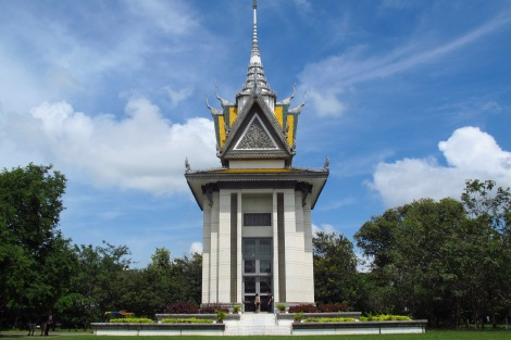 Buddhist_Stupa_at_Choeung_Ek_killing_fields,_Cambodia