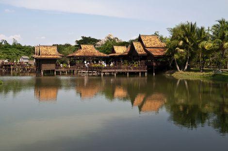 Cambodian_Cultural_Village_(5633773562)